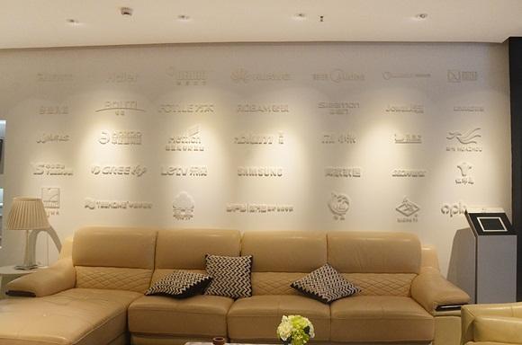 维意定制合作的品牌商家展示墙图片
