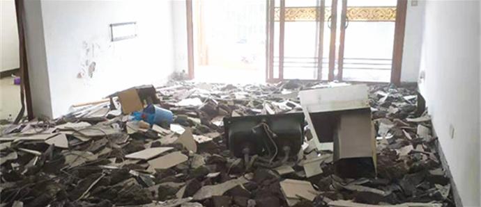 花了二三十万装修完的房子,刚入住就要把全屋瓷砖砸了重装